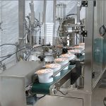 स्वयंचलित आईस्क्रीम कप भरणे सीलिंग मशीन