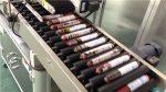फीडरसह स्वयंचलित सॉसेज लेबलिंग मशीन