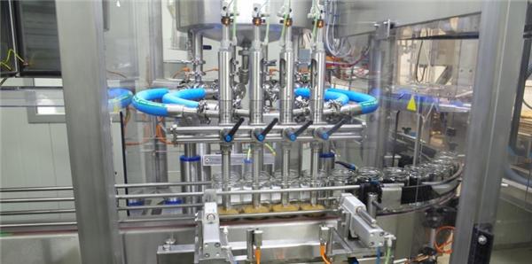 उच्च कार्यक्षमता स्वयंचलित टोमॅटो पेस्ट फिलिंग मशीन